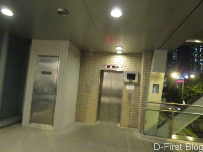 エレベーターもあるので荷物があっても安心