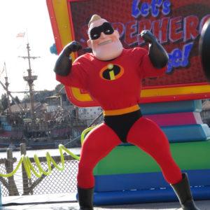 筋肉モリモリです。さすがスーパーヒーロー。